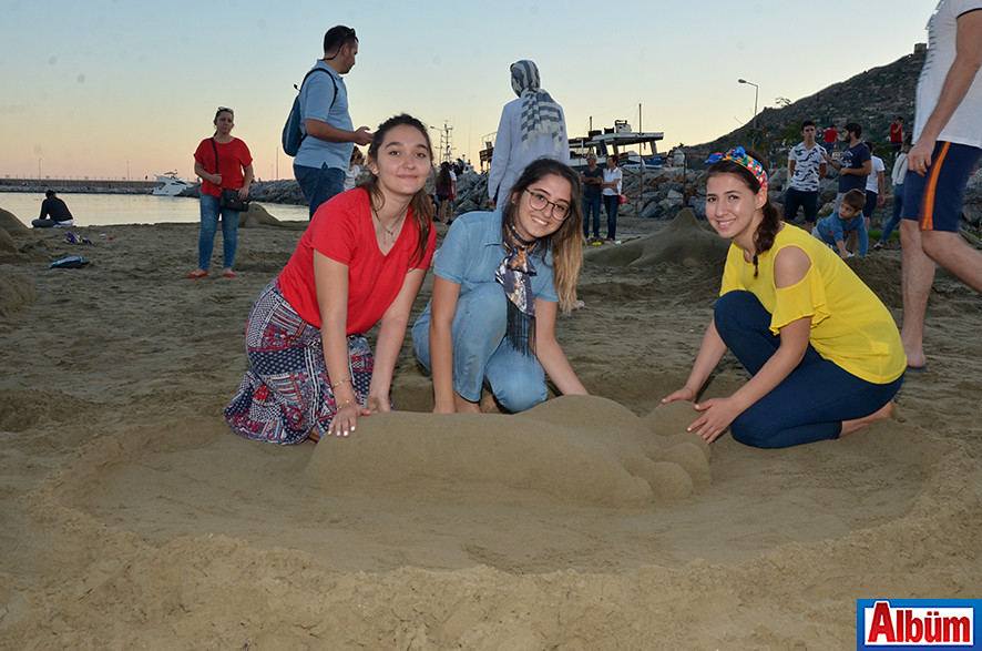 HEP Üniversitesi Mimarlık Fakültesi öğrencileri Raya Dzhavish, Eda Süzen, Kübra Durak