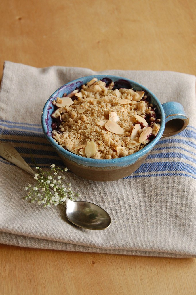 Banana and blueberry crumble / Crumble de banana e mirtilo