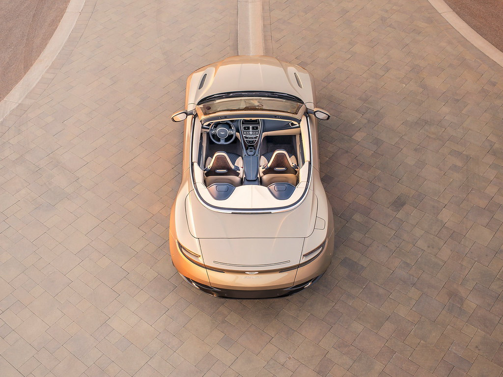 2018-aston-martin-db11-volante-10