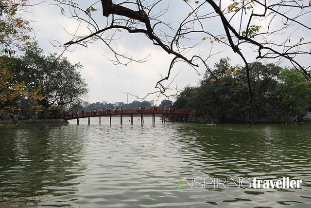 kuil-di-danau-hanoi