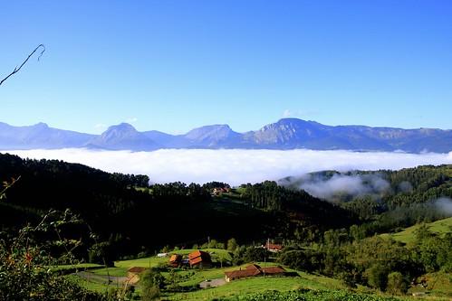 Mañana de sol y nieblas bajas cerradas