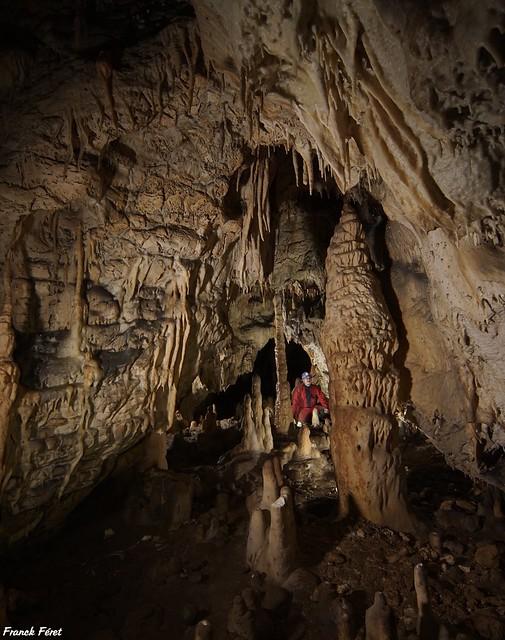 Galerie intermédiaire avant la grande salle de la Grotte mystérieuse de Franche-Comté