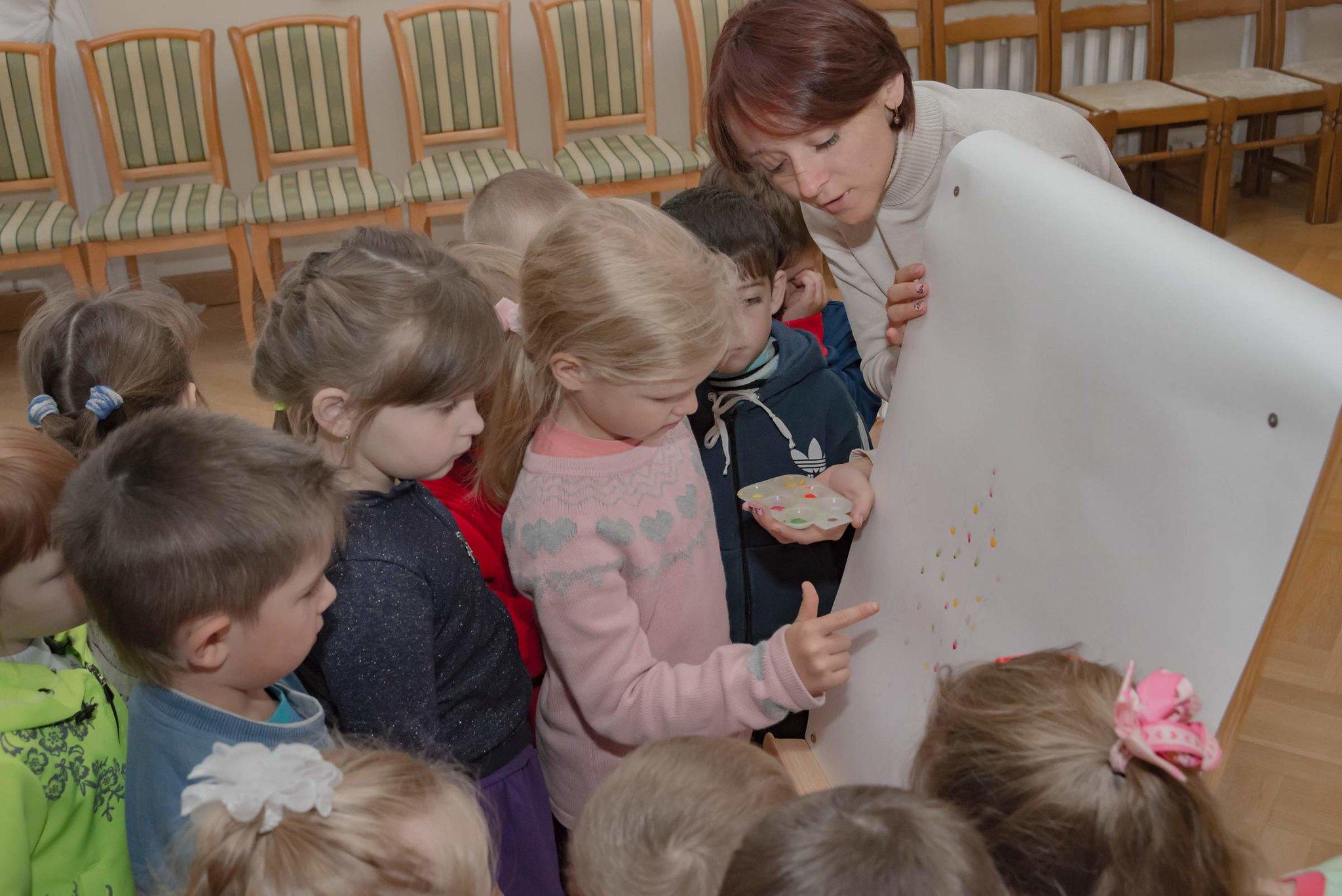 Детский сад с.Лермонтово у мольберта
