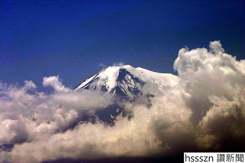 View_onto_Mount_Ararat_from_Khor-Virap_Monastery-1048x700_1048_700