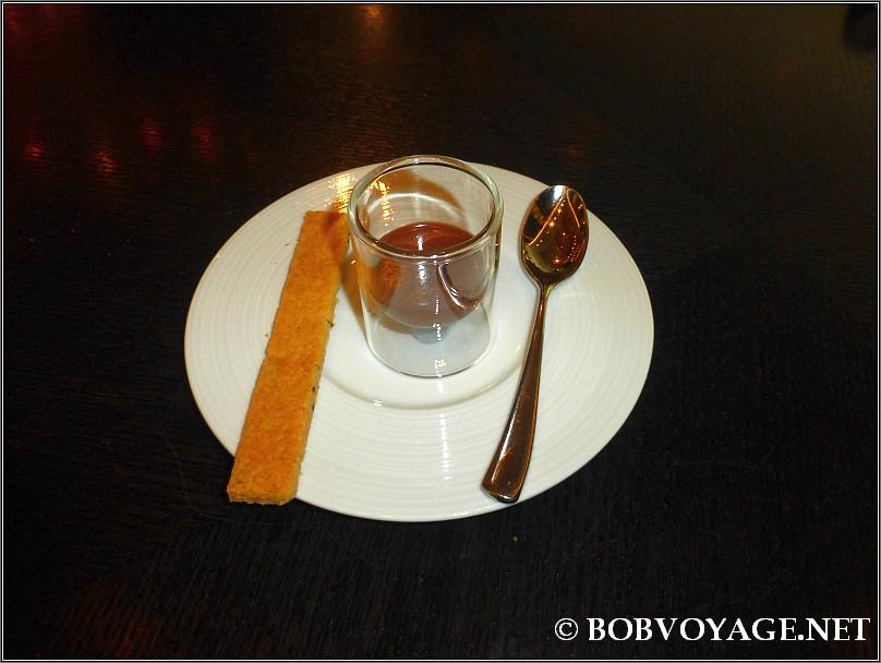 גנאש שוקולד ואפיפית קימל ב- Dinner by Heston Blumenthal