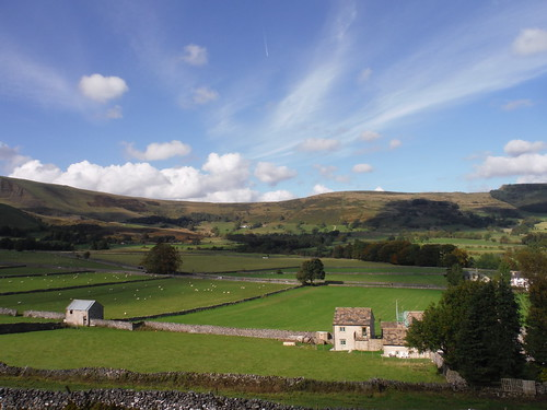 Great Ridge (Hollins Cross and Back Tor) from Path by Goosehill Hall, Castleton