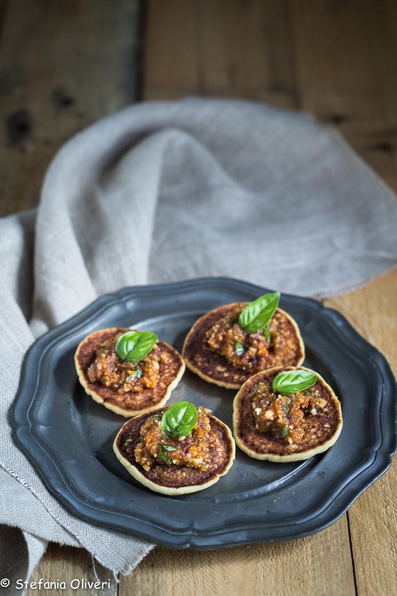 Blinis senza glutine con pesto di pomodori secchi-8948