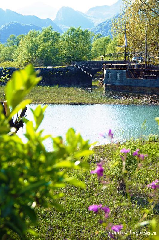 Вид с набережной на противоположный берег