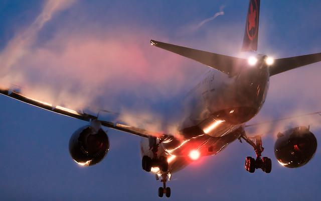 Air Canada B787-9 C-FRSALights and vapors made magic.