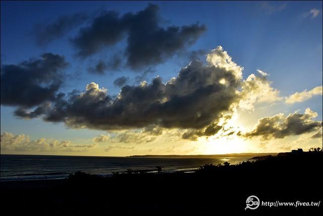 墾丁海灘夕陽