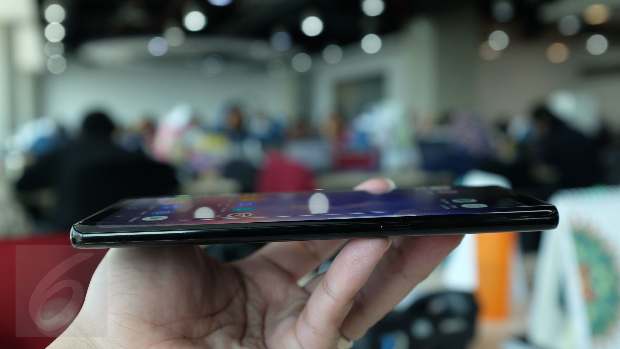 Sisi kanan Galaxy Note 8. Liputan6.com/ Iskandar