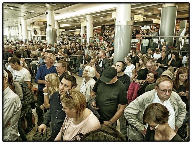 »Happy Holiday« • Napoli Airport