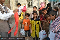 Mona Relief Yemen carrying out new mission and delivering children Eid al-Fitr clothes