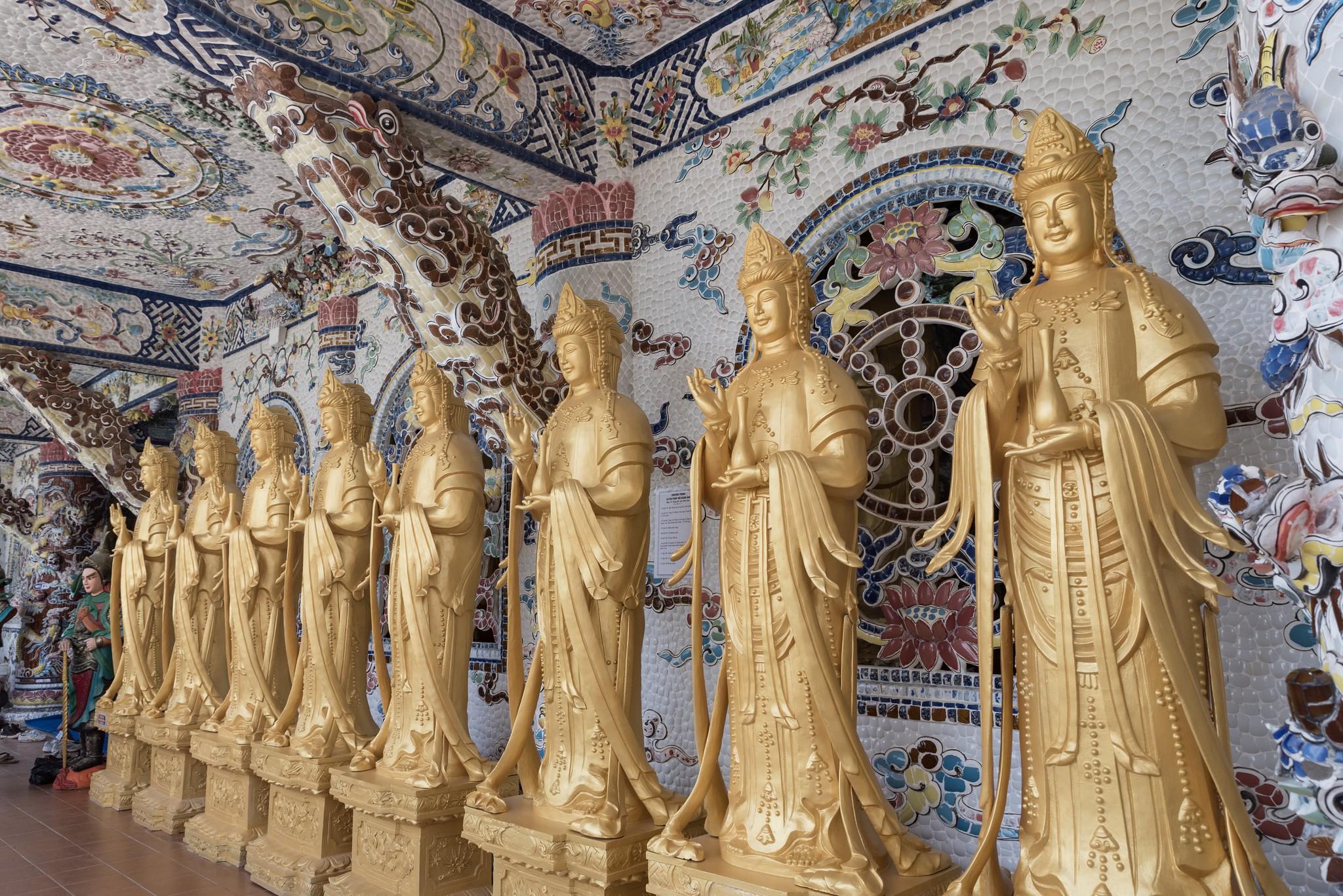 Estatuas en el templo de Lino Phuoc