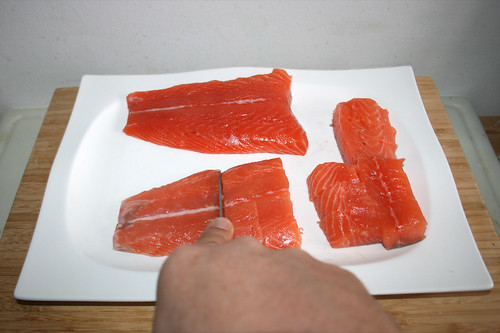 43 - Lachs in Würfel schneiden / Cut salmon in dices