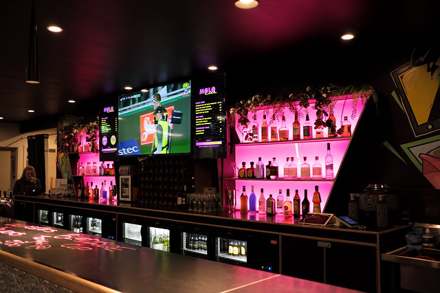 The pink pub...گلابی میخانہ