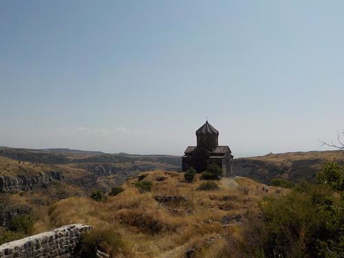 アルメニアの教会ってだいたい谷ひとつ越えないとたどり着けない