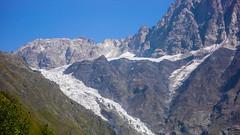 Górna plateau lodowca Koruldashi 3200m. Brak śniegu w kuluarach wyprowadzających na Żandarma.