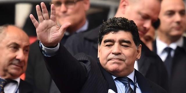 Diego Maradona Menyaksikan Pertandingan Tottenham Hotspur Melawan Liverpool