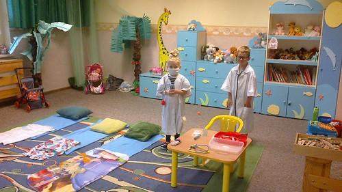"""zabawa  w lekarza gr. """"Dzungla"""""""