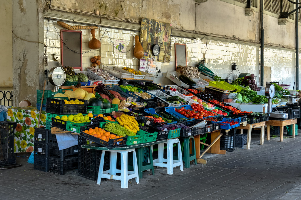 Un des stands alimentaire du marché Mercado do Bolhão de Porto - Photo de Jorge Franganillo