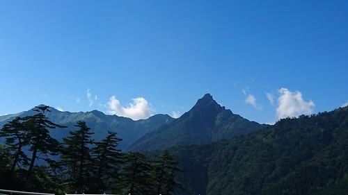 石鎚スカイラインから見えた石鎚山は尖り具合がいい感じ