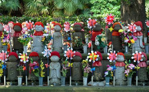 More children statues