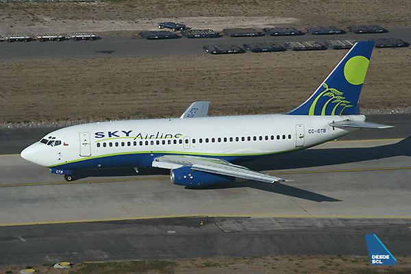 Sky Airline B737-200Adv CC-CTK (A. Ruiz)