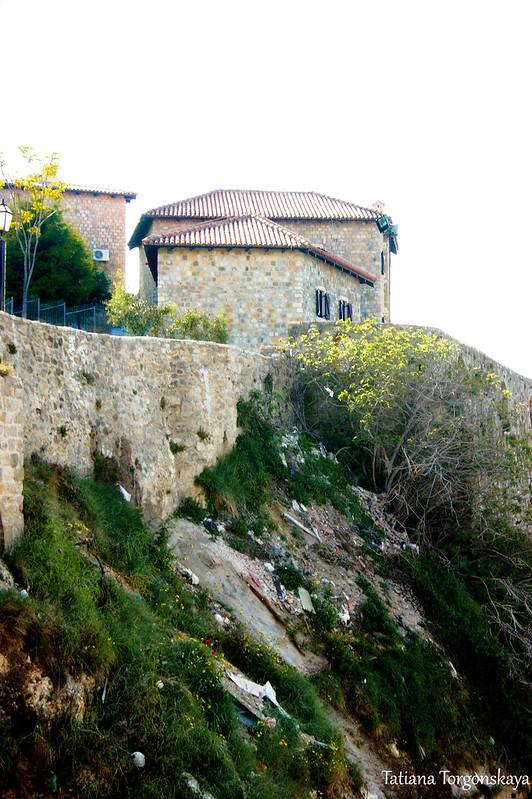 Крепостные стены и дома Старого города