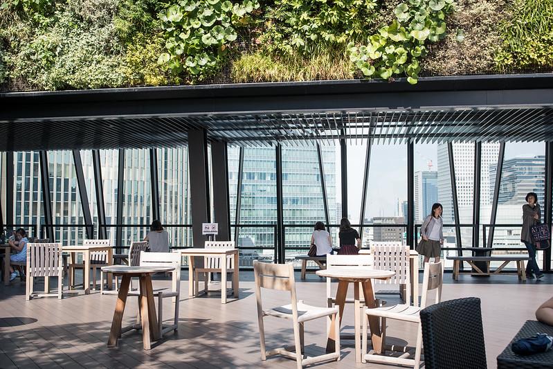 キリ子テラスの屋上のテーブル席