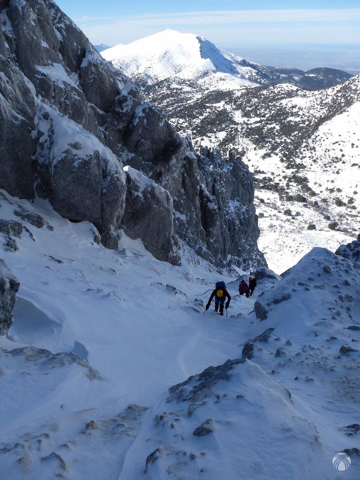 Detrás de nosotros está el cerro Almadén