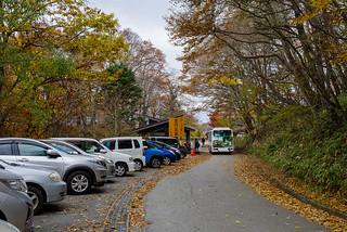 上日川峠の駐車場・・・ほぼ満車です