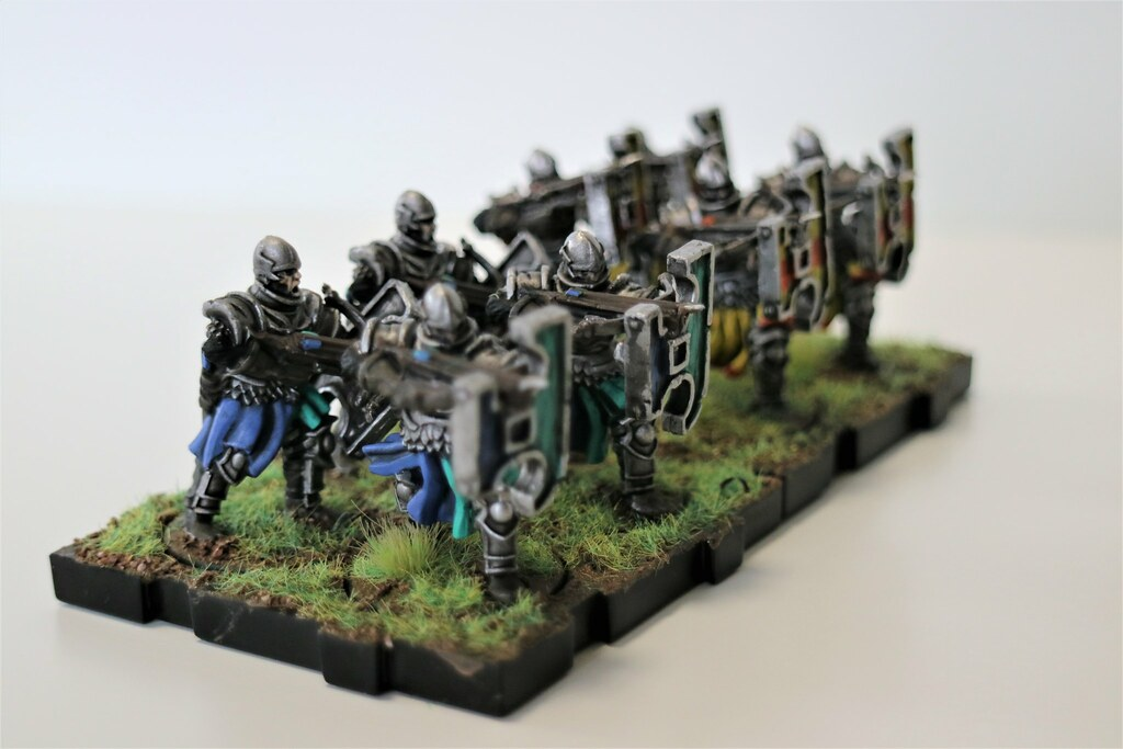 Runewars MIniatures Daqan Crossbows Right