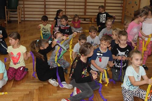 Zajęcia taneczne III f z przedszkolakami