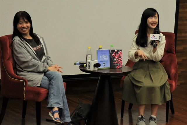 作家果哲(左)與蔡沛玲(右)以親身見聞分享教育的真實面。圖師大電影節提供