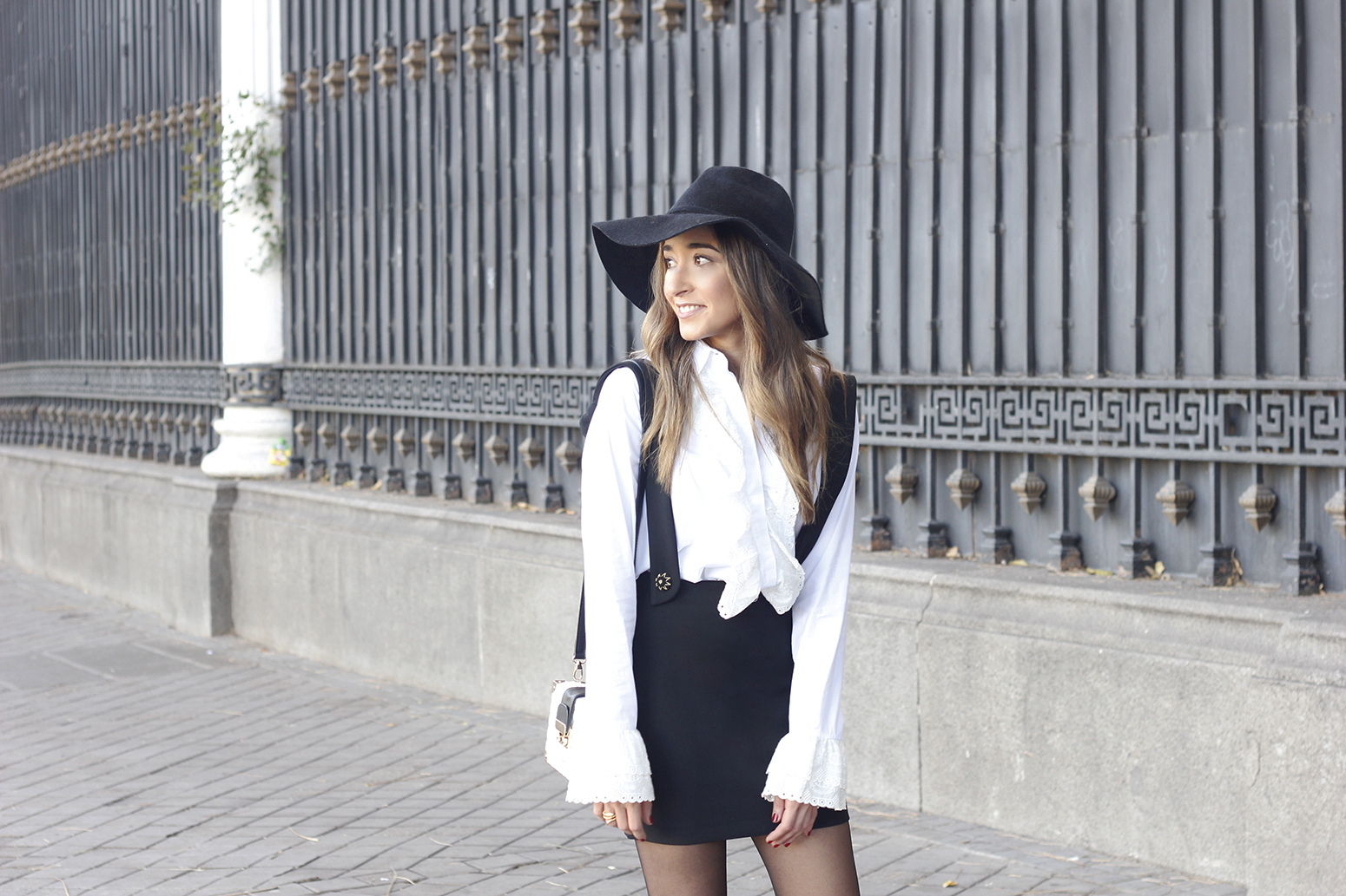 black skirt white shirt black and white outfit trend inspiration hat style fall look blanco y negro06
