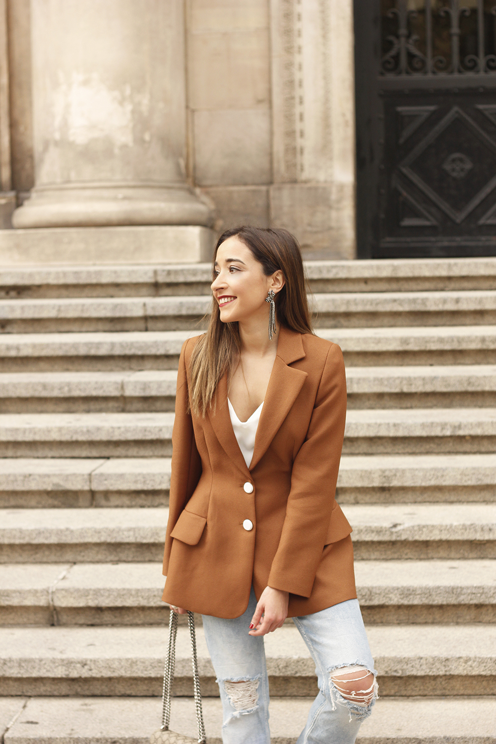 brown blazer uterqüe ripped jeans blue heels gucci bas fall outfit12
