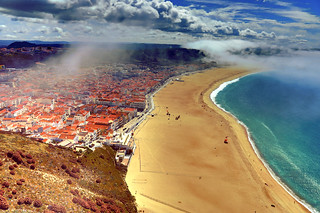 Obrázek Praia da Nazaré. nazare portugal beach clouds fog sea water landscape emptybeach blue sand digital camera retrato paweesit photo photograph picture shot capture aerial road bay ocean river travel interesting interestingness travelphotography ©paweesit