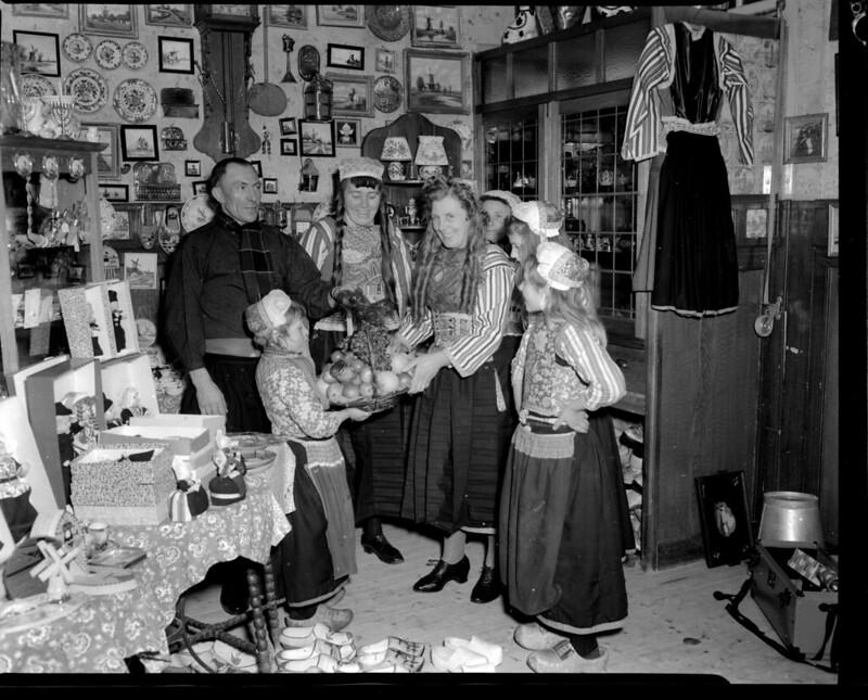 11-03-1950_08493D Winkel van Sijtje Boes