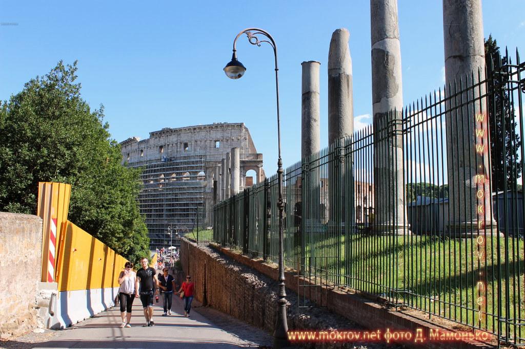 Рим — столица Италии с фотоаппаратом прогулки туристов
