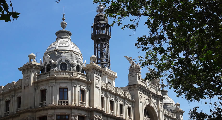Modernisme in Valencia: Plaza Ayuntamiento | Mooistestedentrips.nl