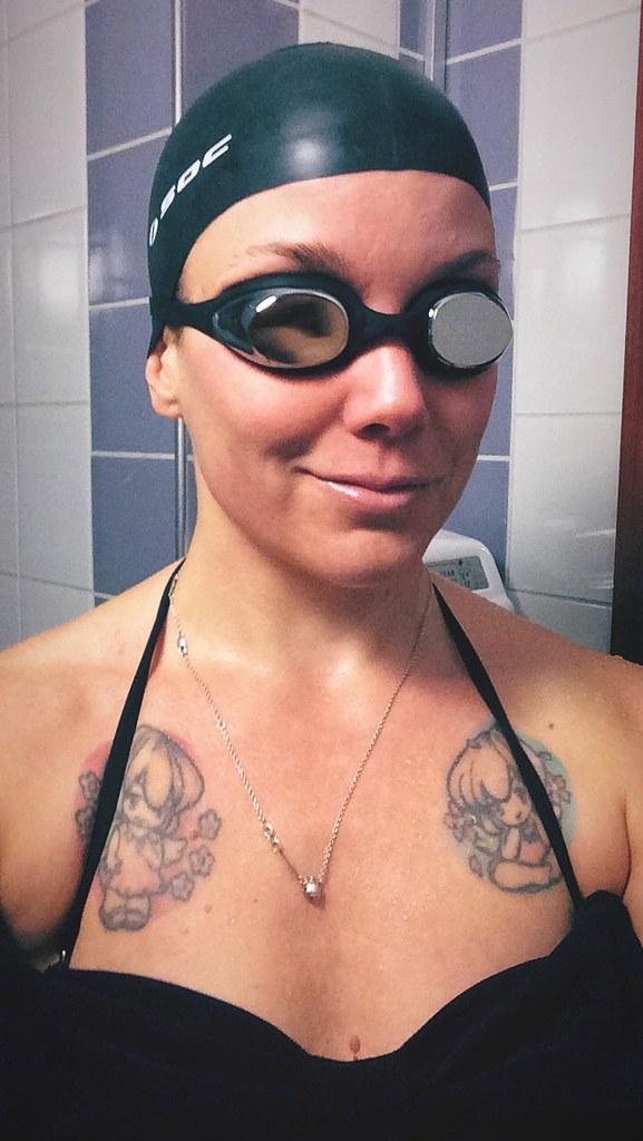 Simglasögon och badmössa!