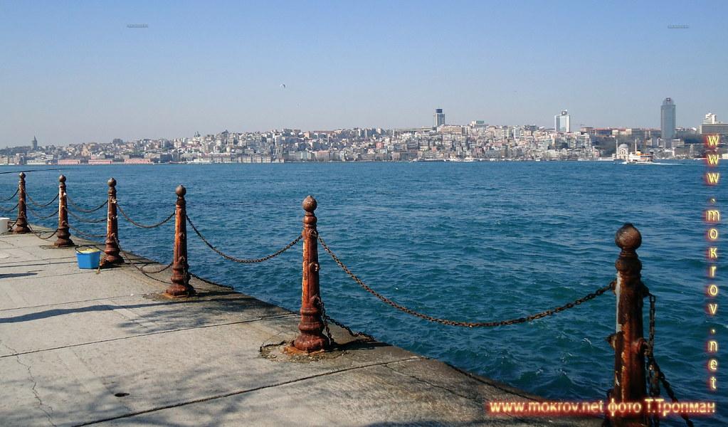 Стамбул расположен в холмистой местности на северо-западе Турции на обоих берегах пролива Босфор