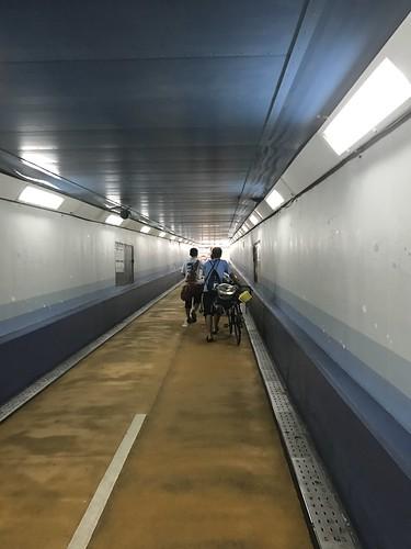 関門トンネルを歩く