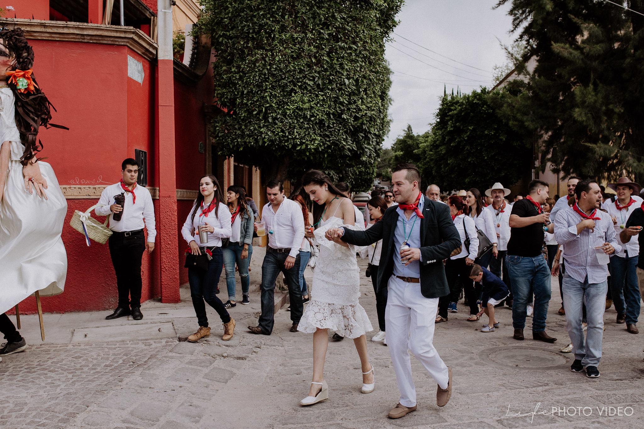 SanMigueldeAllende_Wedding_Callejoneada_Vaquillada_0057