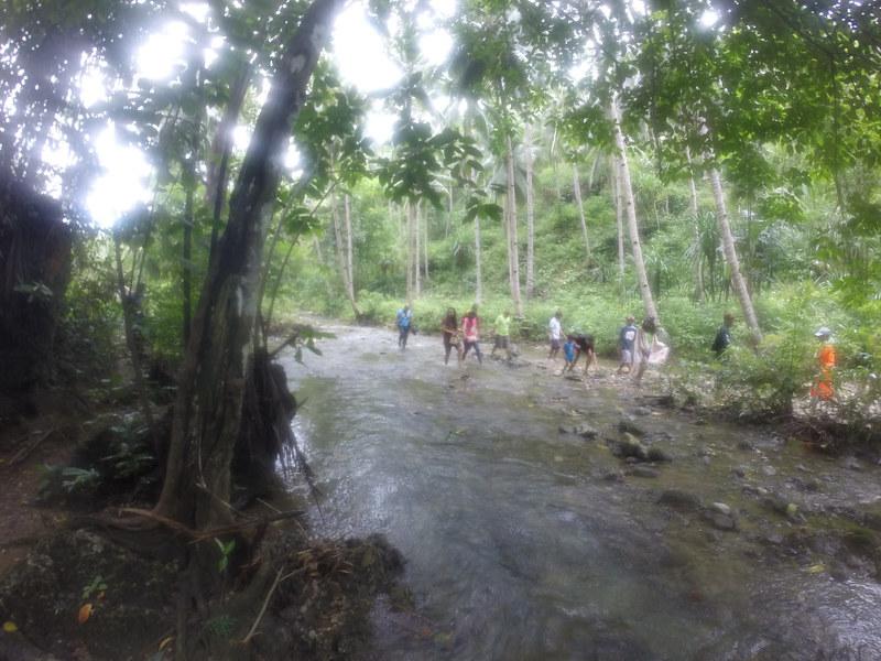Short trek to Maanghit Cave