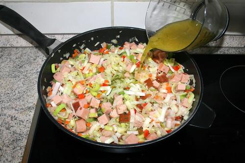 42 - Mit Gemüsebrühe ablöschen / Deglaze with vegetable broth