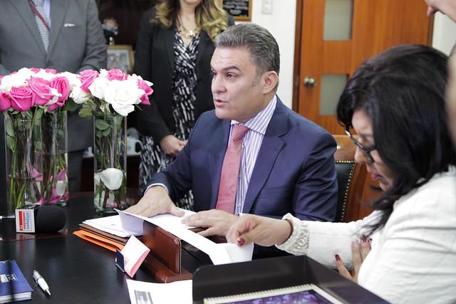 22 de noviembre de 2017 -Entrega en fiscalía de denuncia por abuso sexual a menores en instituciones educativas por parte del presidente de la Asamblea Nacional José Serrano