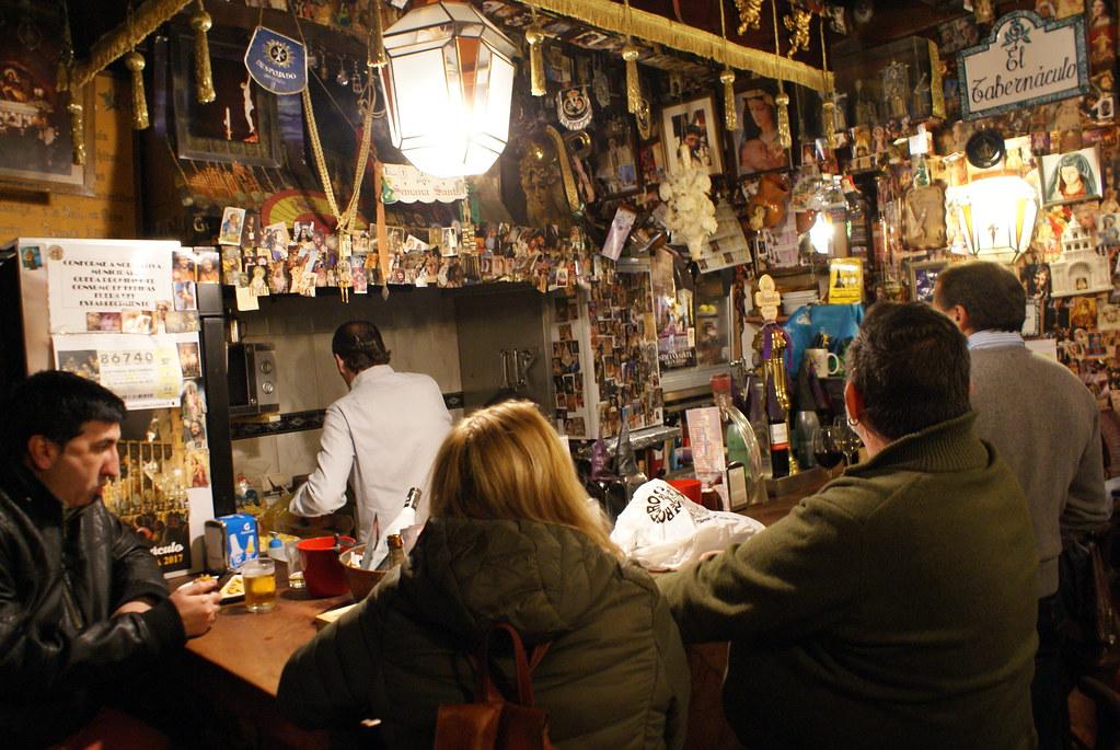 El Tabernaculo, bar à tapas à Grenade dans une ambiance religieuse douloureuse. Expérience sous LSD exclue.