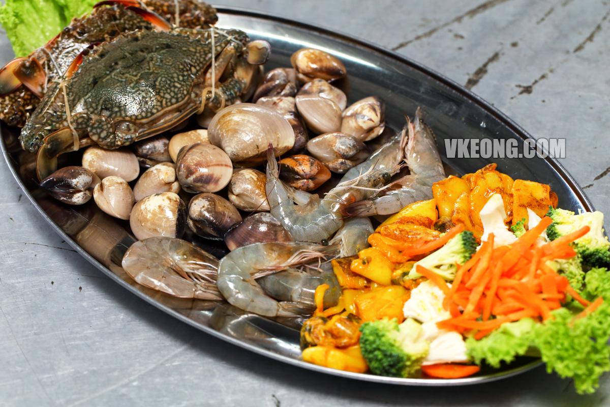 Fresh-Seafood-from-Pasar-Borong
